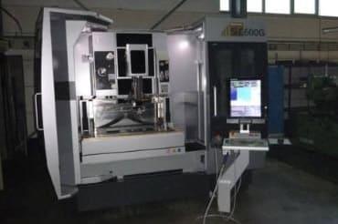 Maschine zum Drahterodieren bei der Grün Mechanik GmbH